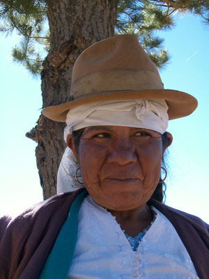 Bolivie, Valle Alto, Vacas, gros plan d'une cholita