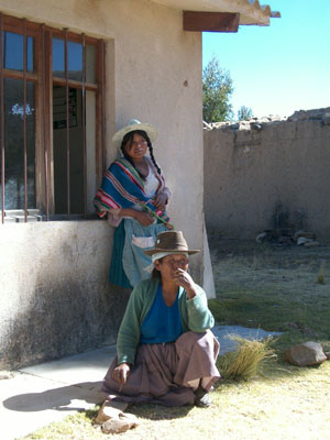 Bolivie, Valle Alto, Vacas, deux cholitas