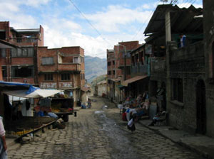Bolivie, Sorata, une rue du village